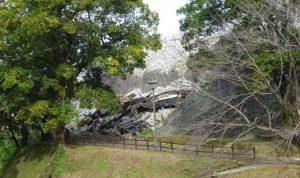 被災して崩れた、熊本城の石垣