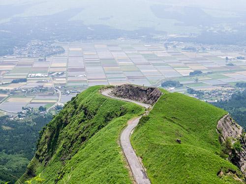 阿蘇山の通称「ラピュタの道」の写真