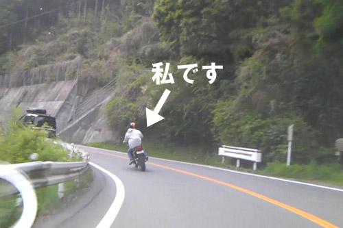 バイクでツーリング中の写真