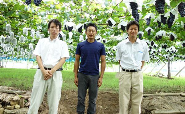 岩崎園さんと農ログの記念写真