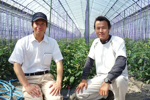 笑顔の村上トマト農園さんと、農ログメンバー原
