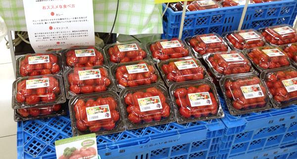 スーパーに陳列されている、太陽のシシリアンルージュと太陽のミニトマト